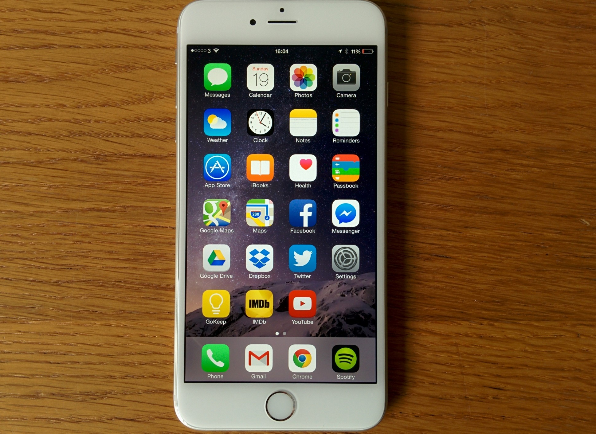 Release of new iPhone 6s and 6s Plus wows students