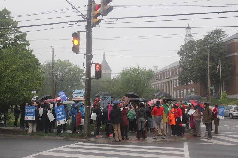 DCPS teachers stage protest over contracts