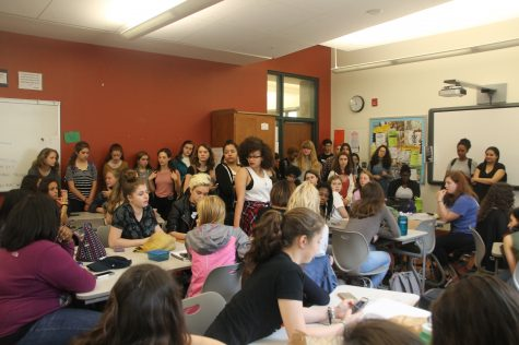 Students meet to discuss dress code policy