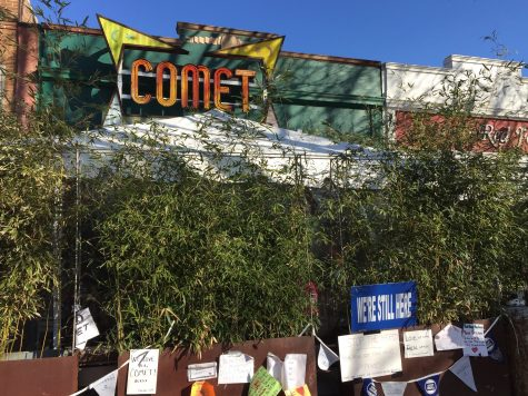 "Community ""Stands With Comet"" after the pizzeria is targeted by ""Pizzagate"" conspiracy theorists"