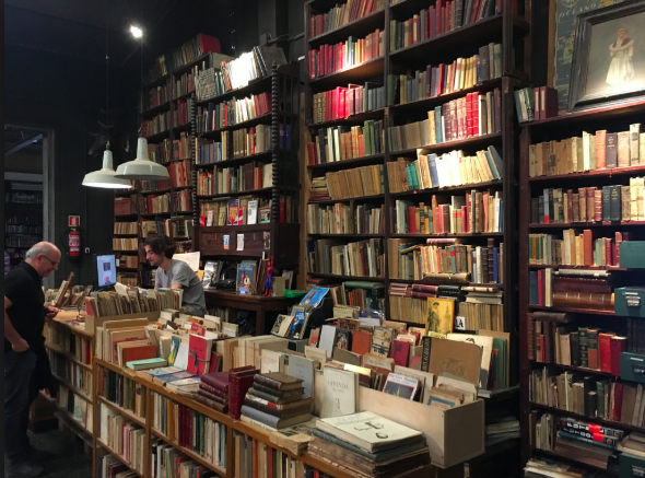 Books: to stand in line or shop online?